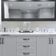 Traditional Bathroom by 3sixty Space Planning + Design Inc.