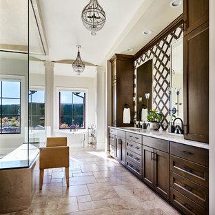 Idee per una grande stanza da bagno country con ante in stile shaker, ante in legno bruno, vasca freestanding, doccia ad angolo, piastrelle marroni, piastrelle bianche, pareti bianche, lavabo sottopiano, pavimento marrone e top bianco