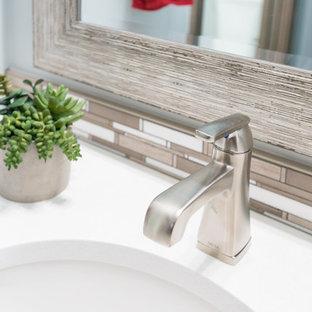 Inspiration för ett mellanstort rustikt badrum med dusch, med luckor med infälld panel, vita skåp, en dusch i en alkov, en toalettstol med separat cisternkåpa, flerfärgad kakel, vita väggar, ett undermonterad handfat, bänkskiva i akrylsten, stickkakel och klinkergolv i porslin