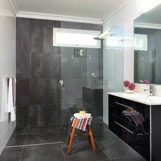 Modern Bathroom by designtank