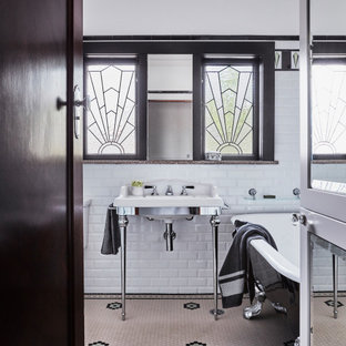 Design ideas for a traditional bathroom in Sydney.