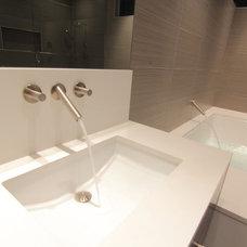 Modern Bathroom by mohment