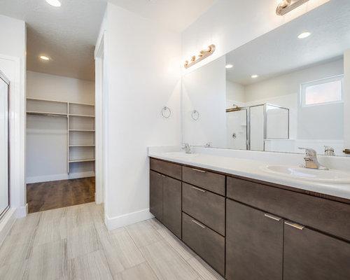 esempio di una stanza da bagno padronale design di medie dimensioni con ante lisce ante