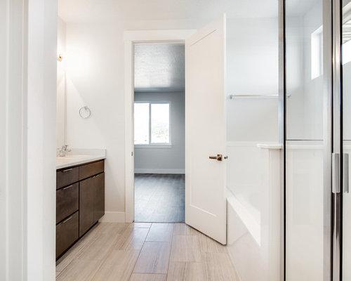 ispirazione per una stanza da bagno padronale design di medie dimensioni con ante lisce ante