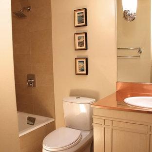 Foto di una piccola stanza da bagno eclettica con lavabo da incasso, consolle stile comò, ante beige, top in rame, vasca da incasso, vasca/doccia, WC a due pezzi, piastrelle multicolore, piastrelle a mosaico, pareti beige e pavimento in marmo