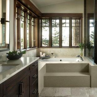 Diseño de cuarto de baño principal y abovedado, rural, pequeño, con puertas de armario de madera en tonos medios, paredes beige, encimeras beige, armarios estilo shaker, bañera encastrada sin remate, baldosas y/o azulejos beige, lavabo bajoencimera y suelo gris