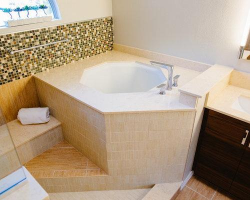 salle de bain avec un bain japonais et un combin douche baignoire photos et id es d co de. Black Bedroom Furniture Sets. Home Design Ideas