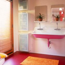 Contemporary Bathroom by BiLDEN