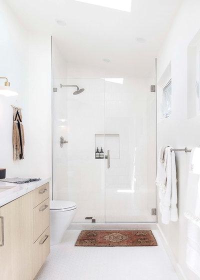 Scandinavian Bathroom by K Interiors