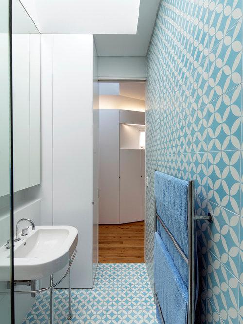 Salle de bain avec carrelage bleu et blanc photos et for Christine huve interior designs