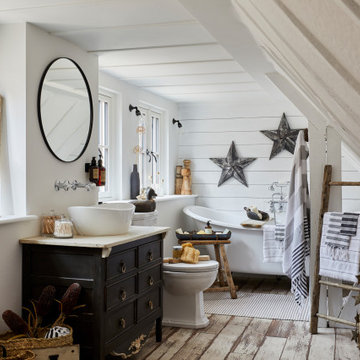 Cosy High-End Bathroom Remodel with Shiplap Feature