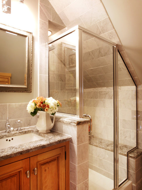 Country cottage bathrooms houzz for Cottage bathroom design
