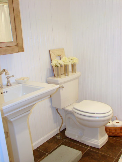 Traditional Bathroom Cottage on Rosewood