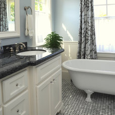 Traditional Bathroom by 2Scale Architects