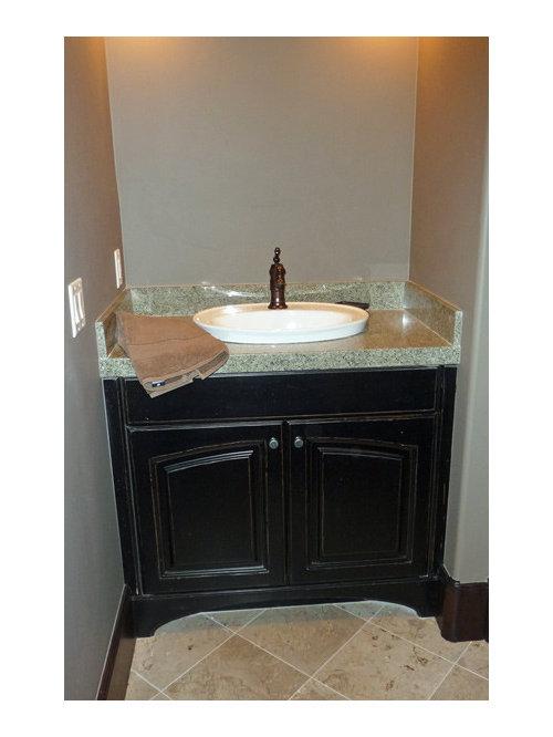 badezimmer mit terrazzo waschtisch und travertin boden. Black Bedroom Furniture Sets. Home Design Ideas