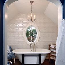 Traditional Bathroom by Richard Skinner & Associates ARCHITECTS