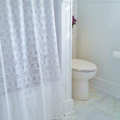 Inspiration for a mid-sized timeless bathroom remodel in DC Metro