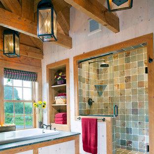 Idées déco pour une douche en alcôve classique avec une baignoire posée et du carrelage en ardoise.