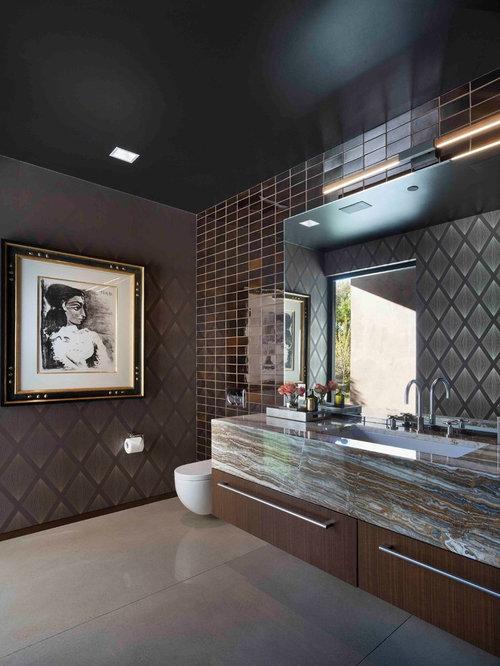 Stanza da bagno con piastrelle diamantate e pareti marroni foto idee arredamento - Bagno piastrelle marroni ...