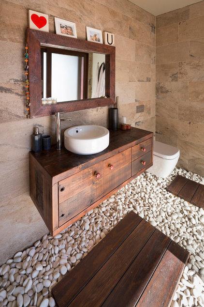 Asian Bathroom by Zugai Strudwick Architects