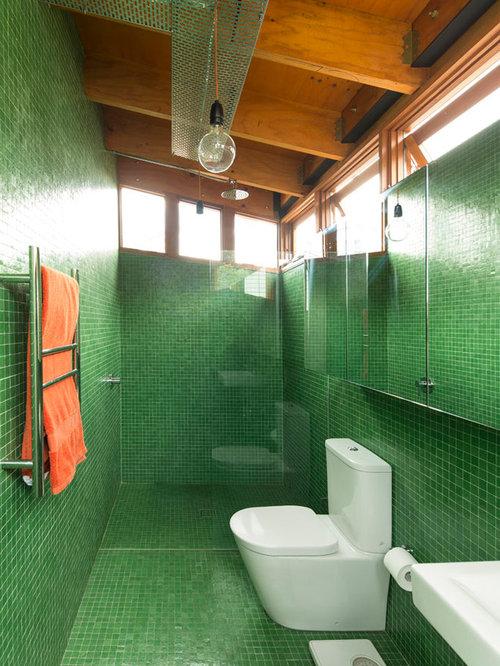Stanza da bagno industriale con piastrelle verdi foto - Piastrelle verdi ...