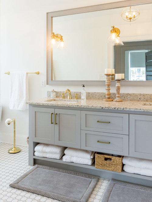 Stanza da bagno con top in legno e piastrelle marroni - Bagno piastrelle marroni ...
