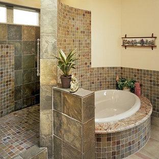 Foto di una stanza da bagno padronale classica con ante in stile shaker, ante in legno scuro, top in granito, vasca da incasso, doccia alcova, piastrelle beige, piastrelle marroni, piastrelle grigie, piastrelle multicolore, piastrelle arancioni, piastrelle in ceramica e doccia aperta
