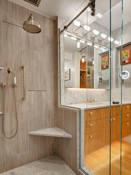 Salle de bain avec un placard porte plane et un sol en for Decoration porte plane