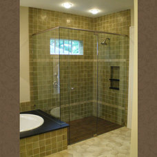 Craftsman Bathroom by Innovative Construction Inc.