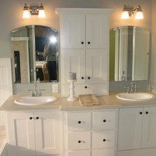 Craftsman Bathroom by R Henry Construction Inc.