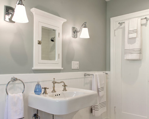 Mid sized craftsman bathroom design ideas remodels photos for Mid size bathroom ideas