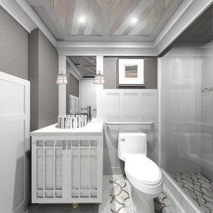 Ispirazione per una piccola stanza da bagno padronale stile americano con ante in stile shaker, ante bianche, doccia alcova, WC monopezzo, pareti grigie, pavimento in gres porcellanato, lavabo a bacinella, top in quarzo composito, pavimento multicolore e porta doccia scorrevole