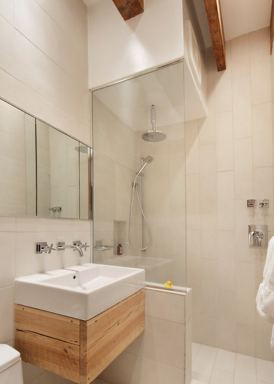 Houzz tour lofty ambitions transform a manhattan apartment - Salle de bain moderne petit espace ...