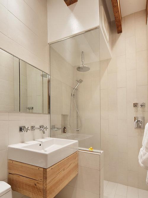 Salle de bain industrielle avec des portes de placard en - Porte de placard salle de bain ...