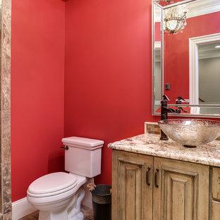 Foto de cuarto de baño con ducha, tradicional renovado, pequeño, con lavabo sobreencimera, armarios con paneles con relieve, puertas de armario grises, encimera de granito, ducha empotrada, sanitario de dos piezas, baldosas y/o azulejos beige, baldosas y/o azulejos de cerámica, paredes rojas y suelo de baldosas de cerámica