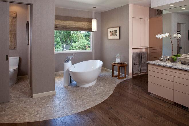 Contemporary Bathroom by Carriage House Design, Inc.