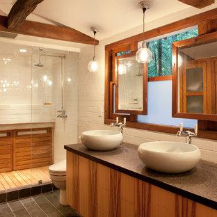 Esempio di una stanza da bagno stile rurale con lavabo a bacinella, ante lisce, ante in legno scuro, doccia alcova, piastrelle bianche e piastrelle diamantate