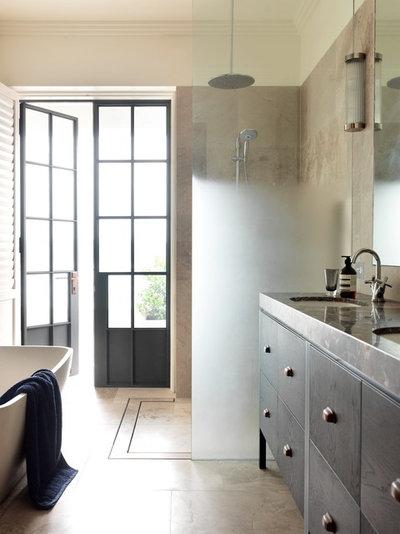 Bathroom by Decus Interiors