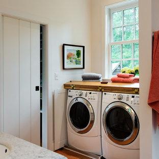 Ispirazione per una stanza da bagno tradizionale con top in marmo