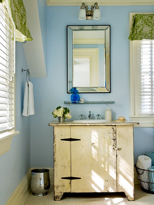 Country bathrooms houzz for Images of country bathrooms