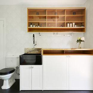 Foto di una grande stanza da bagno padronale contemporanea con ante con bugna sagomata, ante in legno chiaro, vasca freestanding, doccia ad angolo, WC monopezzo, piastrelle di cemento, pavimento in cementine, lavabo da incasso, pavimento nero e top in onice