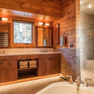 Foto på ett stort rustikt en-suite badrum, med släta luckor, skåp i mellenmörkt trä, ett fristående badkar, en öppen dusch, flerfärgad kakel, bruna väggar, ett integrerad handfat, laminatbänkskiva, stickkakel, klinkergolv i porslin, brunt golv och med dusch som är öppen