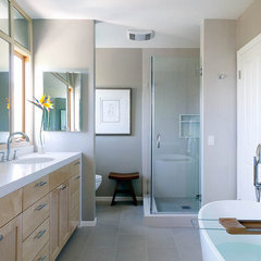 contemporary bathroom by Erica Islas  / EMI Interior Design, Inc.