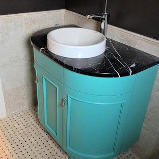 Ispirazione per una piccola stanza da bagno padronale minimalista con consolle stile comò, ante turchesi, pistrelle in bianco e nero, piastrelle in ceramica, pareti nere, pavimento in marmo, lavabo a bacinella, top in marmo, pavimento bianco e top nero