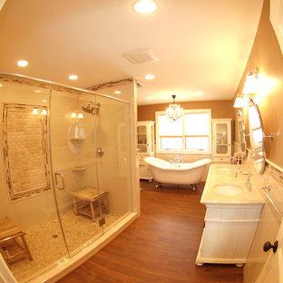 Imagen de cuarto de baño principal, clásico, con lavabo bajoencimera, puertas de armario blancas, encimera de granito, bañera con patas, ducha doble, baldosas y/o azulejos beige, baldosas y/o azulejos de porcelana y suelo de baldosas de porcelana