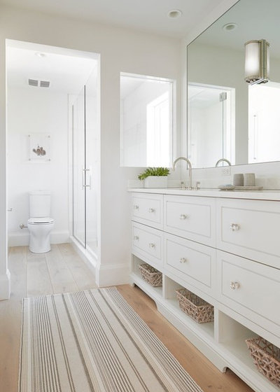 Beach Style Bathroom by MHK Architecture & Planning