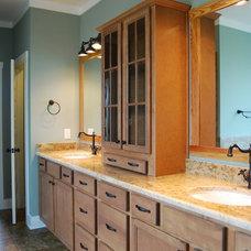 Craftsman Bathroom by Satterwhite Construction Inc.