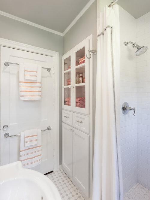Salle de bain avec un placard porte vitr e et un - Porte de douche vitree ...
