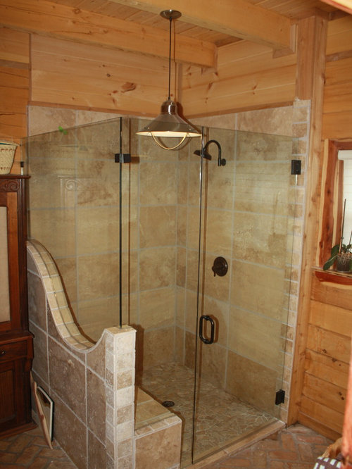 Stanza da bagno con pavimento in mattoni e piastrelle in - Bagno piastrelle marroni ...