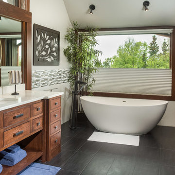 Custom Hillside Home Mater Suite and Tub